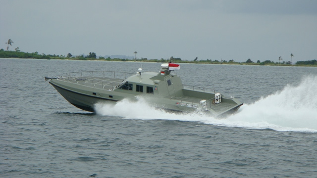 PT. Royal Advanced Fiber (RAF Boats) was displaying its VITESSE Mark II Interceptor boat during IndoDefence 2012. The VITESSE Mark II is a high speed military delta conic airventilated triple step hull interceptor type vessel. It was designed following a special request from Indonesian Special Forces for Anti-terror and interception missions.