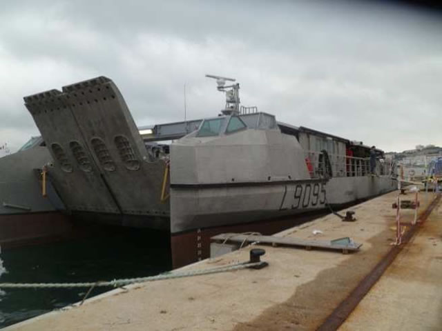 As part of the contract awarded to CNIM by the French Defense Procurement Agency (DGA) in 2009, EDA-R (Fast Amphibious Landing Craft) no. 4 was delivered on Monday 26 November 2012, one year after the first vessel. After arriving at the CNIM site in La Seyne-sur-Mer in October, EDA-R #04 (L9095) successfully completed the tests stipulated in the contract and was therefore accepted by the DGA.
