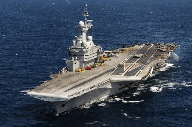 The aircraft carrier Charles de Gaulle (CVN R91) left Toulon naval base on October 16 with its full crew and airwing onboard (Rafale, Super-Etendard Modernisé, Hawkeye, Dauphin helicopter). The training will focus mainly on the validation of pilot skills in two consecutive phases.