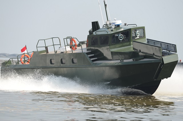 On April 29th 2014, the Indonesian Army unveiled a new model of Fast Assault Craft known as the Kapal Motor Cepat (KMC) Komando, manufactured by local shipbuilder PT Tesco Indomaritimin in collaboration with a group of technicians and experts from local universities. The KMC Komando shares several design attributes with Swedish built CB90-class fast assault craft.