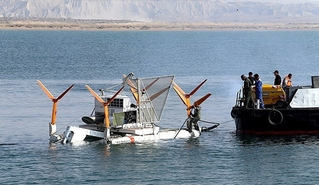 The Iranian Navy on Sunday launched its newly-developed mine laying and sweeping system