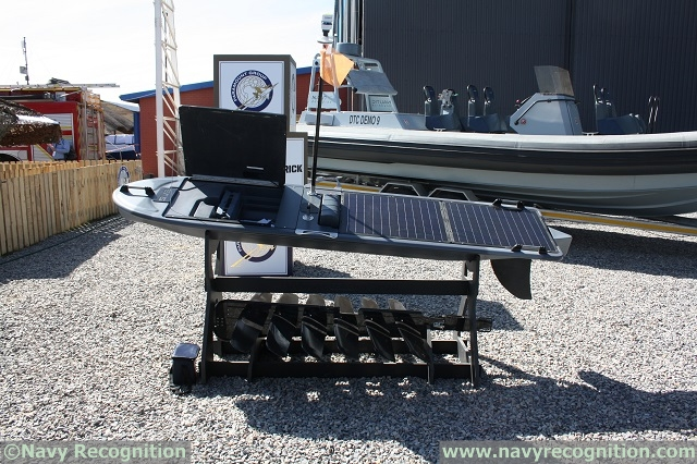 At AAD 2014 (Africa Aerospace and Defence Exhibition which took place from the 17 to 21 September in South Africa) US company Liquid Robotics was showcasing its revolutionary Wave Glider SV3 hybrid unmanned underwater vehicles (UUV) / unmanned surface vehicle. The Wave Glider is a unique wave and solar propelled 2 parts system (one on the surface, the other under water).