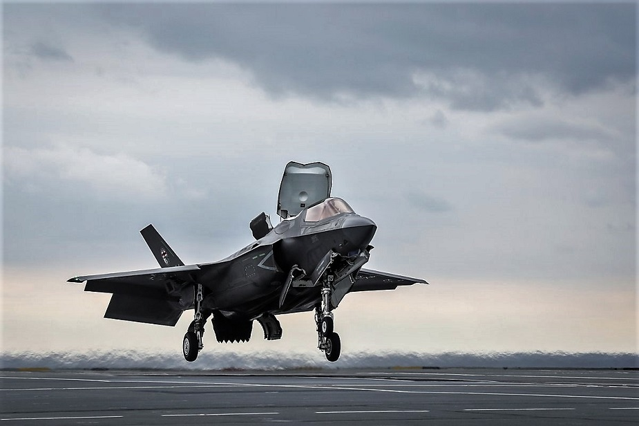Video F 35B First Shipborne Rolling Vertical Landing Aboard HMS Queen Elizabeth