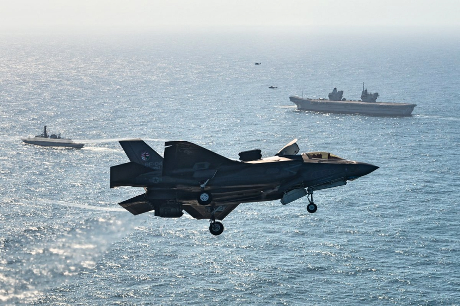 F 35B Fighters Land on HMS Queen Elizabeth for the First Time 1 Fotor