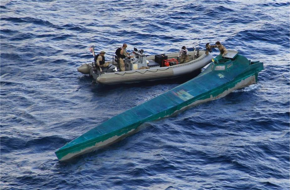 US Navy USS Pinckney destroyer with Coast Guard team seized 1400 kilograms of cocaine 925 001