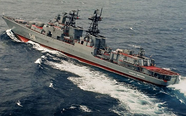 Russia has just deployed the Admiral Panteleyev, an Udaloy I class (Project 1155R Fregat) anti-submarine destroyer, and two Ropucha-class (project 775) landing ships the Minsk and the Novocherkassk to the Syrian coasts. At the same time, the US Navy is deploying a fifth Arleigh Burke class Destroyer, the USS Stout.