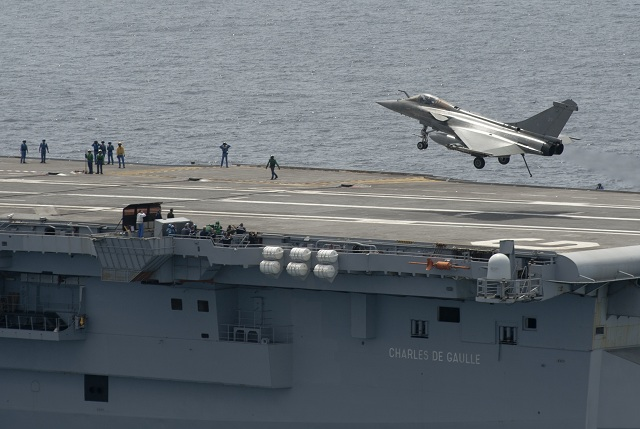 Recent tests have demonstrated the effectiveness of new coatings applied to the flight deck of CVN Charles de Gaulle using a process tailored by DCNS. Phase I of this programme involved the application of new coatings to the landing zone, the portion of the flight deck subject to highest stresses.