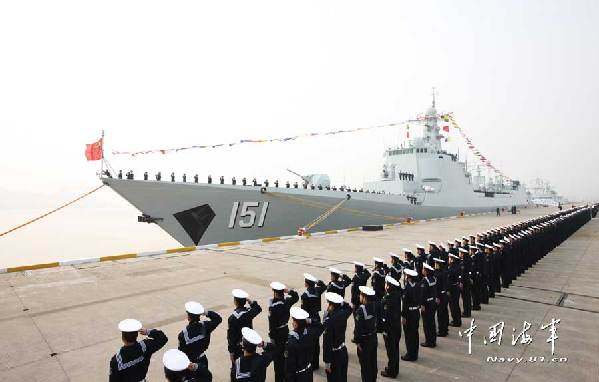 "The commissioning, naming, and flag-presenting ceremony for the new-type guided missile destroyer ""Zhengzhou"" was held at a destroyer flotilla of the East China Sea Fleet of the Navy of the Chinese People's Liberation Army (PLAN), marking the new destroyer's commission."