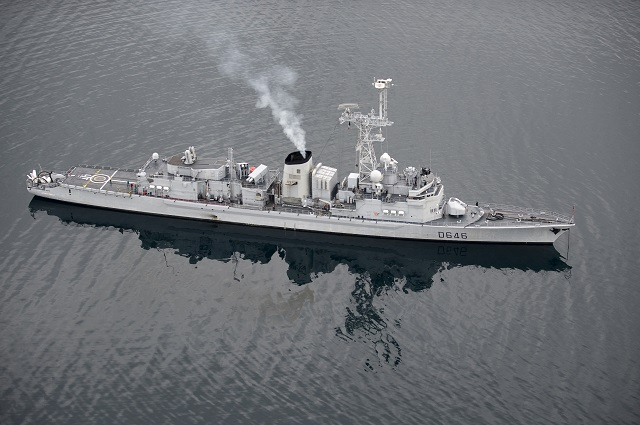 "Since January 30, 2015, the French Navy Georges Leygues class anti-submarine frigates Primauguet and Latouche-Treville participate in the combined training ""Submarine Command Course 2015"" in Norway. Involving a dozen frigates and submarines from several NATO countries (Norway, Denmark, the Netherlands, Great Britain and France), this annual coalition exercise helps develop the interoperability of European navies in the fields of anti-submarine warfare (ASW) and train submarine crews when faced with attacks from surface ships."