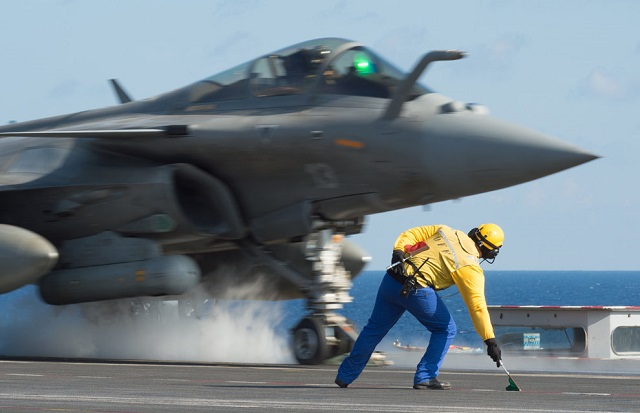 On Monday, November 23, 2015 at 19:30, French forces conducted new strikes against the Islamic State (IS) in Syria. The raid involved six fighters, and for the first time four Rafale fighters from the Charles de Gaulle aircraft carrier. The raid destroyed one active site occupied by IS terrorists.