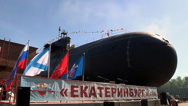 The differences are most likely due to imperfect accounting in the defense ministry, military experts believe. For example, in 2014 the defense ministry listed Yekaterinburg nuclear submarine of project 667BDRM as a new one although it underwent maintenance and modernization. Thus, it added an old nuclear submarine to three truly new subs to improve the figures of fleet renewal. But it forgot about nuclear submarines Obninsk of project 671RTMK and Tomsk of project 949A which underwent maintenance the same year, as well as Vyborg diesel-electric submarine.