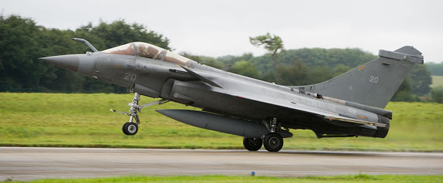 The first flight of a Rafale M multi-role fighter belonging to fighter airwing 17F took place on September 19 2016 at the Landivisiau naval air base. The event follows the decomissioning of the Super Etandard Modernisé or SEM on July 12th.